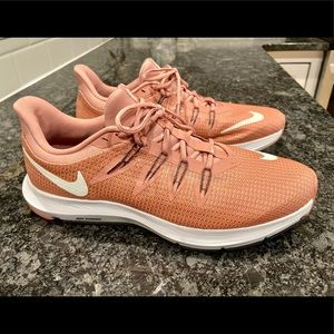 Nike Women's Sz 9 Running Shoes Salmon- like new🤩